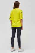 Оптом Женские футболки с принтом желтого цвета 76024J, фото 2
