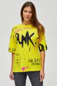 Оптом Женские футболки с принтом желтого цвета 76024J, фото 3