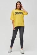 Оптом Женские футболки с надписями желтого цвета 76029J