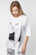 Оптом Женские футболки с принтом белого цвета 76098Bl в Казани, фото 4