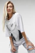 Оптом Женские футболки с принтом белого цвета 76098Bl в Казани, фото 2