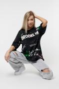 Оптом Женские футболки с принтом черного цвета 76102Ch в Екатеринбурге