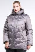 Оптом Куртка зимняя женская стеганная коричневого цвета 85-923_48K в Екатеринбурге, фото 3