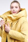 Оптом Куртка зимняя женская молодежная батал желтого цвета 90-911_56J в Казани, фото 8