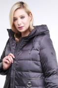 Оптом Куртка зимняя женская классическая темно-серого цвета 98-920_58TC в  Красноярске, фото 7